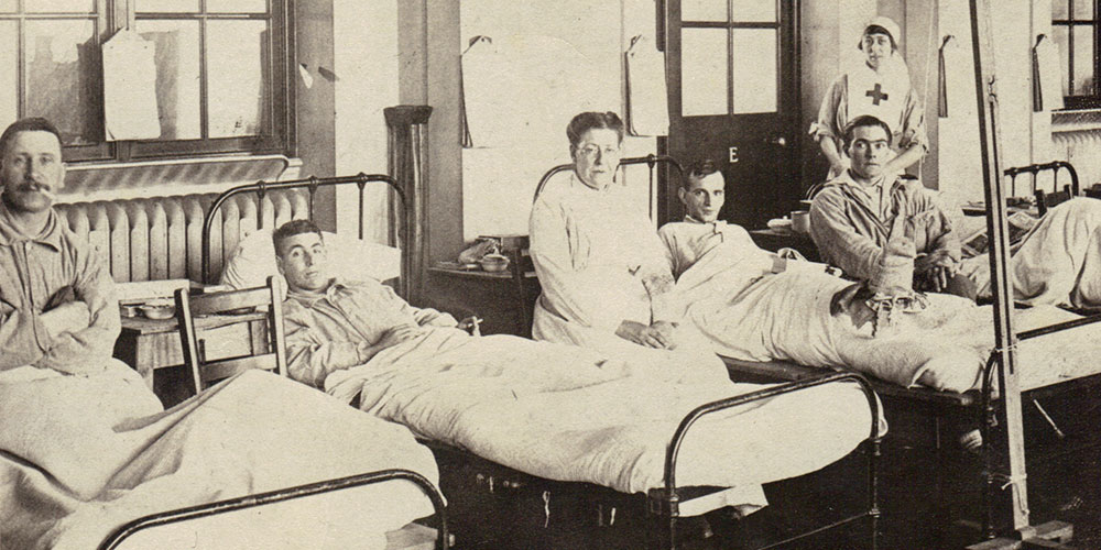 Private Chesley Green (shown on left) recovering in England, circa 1918